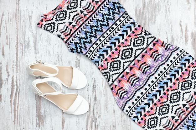 Robe et chaussures blanches. concept à la mode.