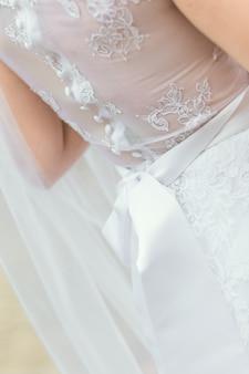 Robe de mariée en arrière