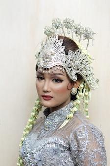 Robe de mariée traditionnelle femme de java premium