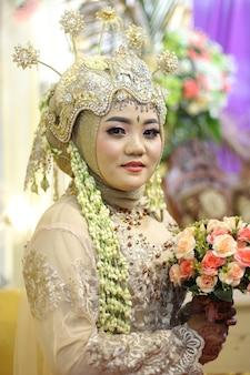 Robe de mariée traditionnelle femme de java