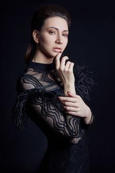 Robe noire en contraste de mode femme