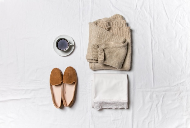 Robe pull et chaussures élégant automne tenue mode collage
