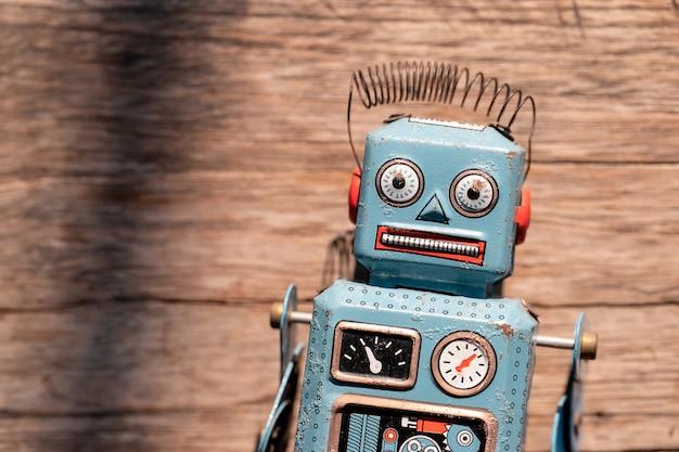 Robot jouet en étain vintage