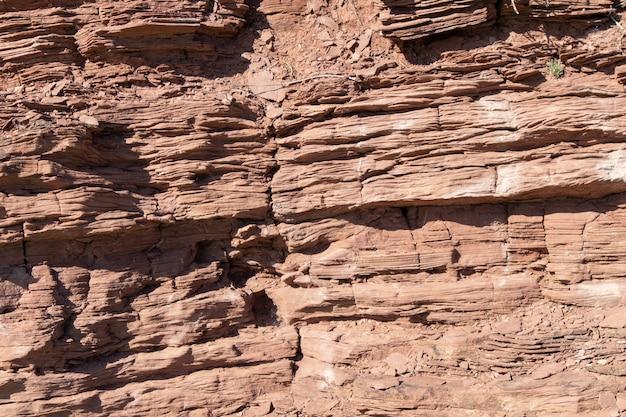 Roche de texture orange de pierre de roche. mur de pierre souterrain.