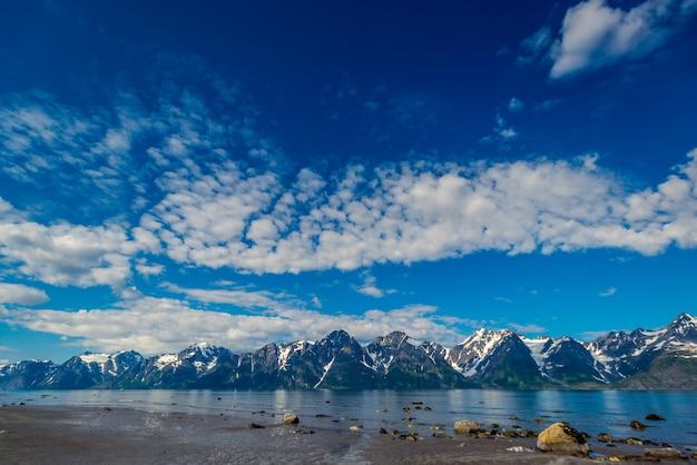 Roches du sognefjord, troisième plus grand fjord du monde et plus grand de norvège.