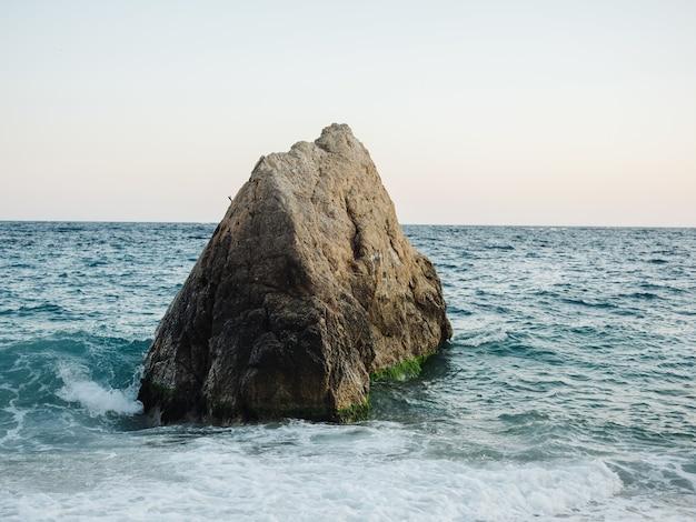 Roches océan paysage mode vacances tropiques