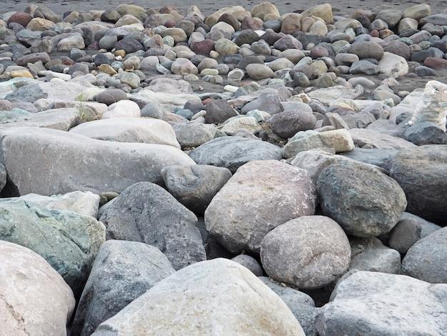 Des roches ou des pierres de galets de différentes formes et tailles fond de texture.