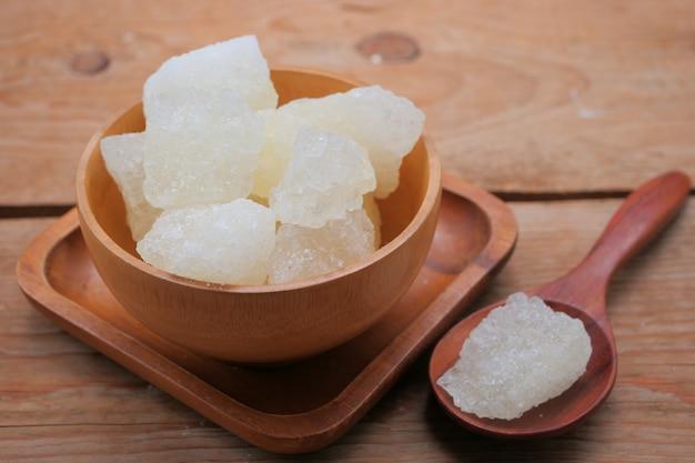 Rock sucre dans un bol
