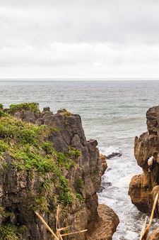 Rocky shore pancake rocks ile sud nouvelle zelande