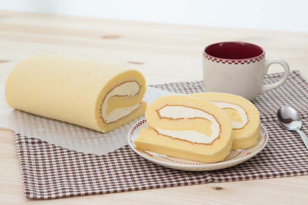 Rollcake Avec Tasse De Café Photo Premium