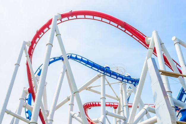 Roller coaster dans le parc