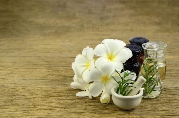 Romarin et huile essentielle pour le remède homéopathie.