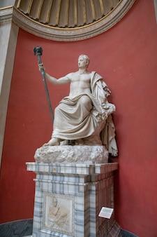 Rome, italie - 22 juin 2018 : sculptures baroques en marbre au musée du vatican