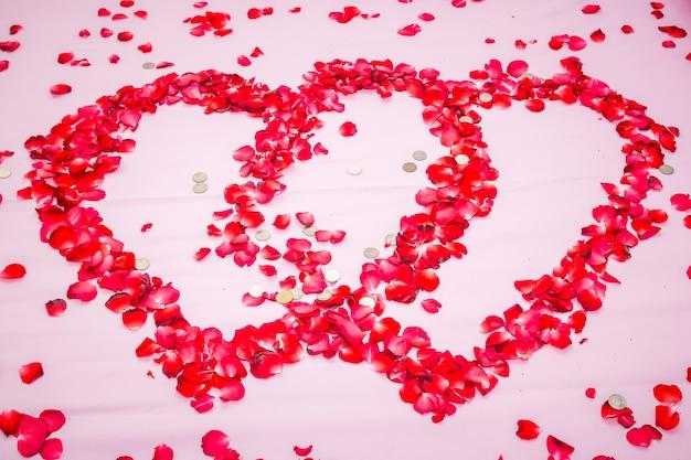 Rose sur le lit, lit de lune de miel