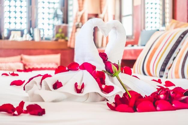 Rose literie voyage décoration serviette
