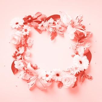 Roses blanches, lis, couronne de gerbera. lay plat, vue de dessus.