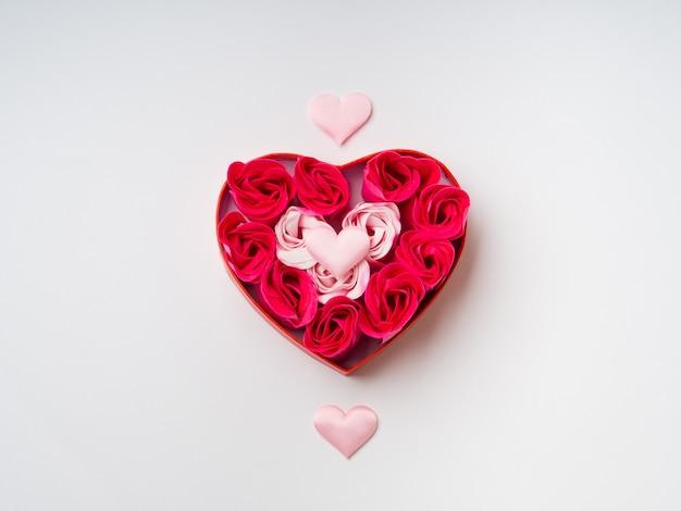 Roses et coeurs la saint valentin
