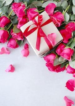 Roses et coffret cadeau pour la saint valentin