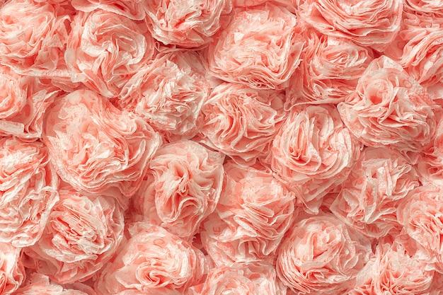 Roses en papier décoratif de serviettes de table comme motif de fond de texture.