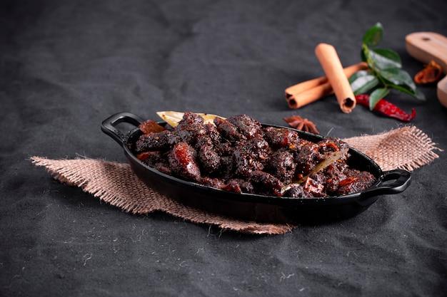 Rôti de boeuf ou plat spécial pothu ulartheyadu kerala