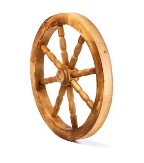 Roue en bois isolée
