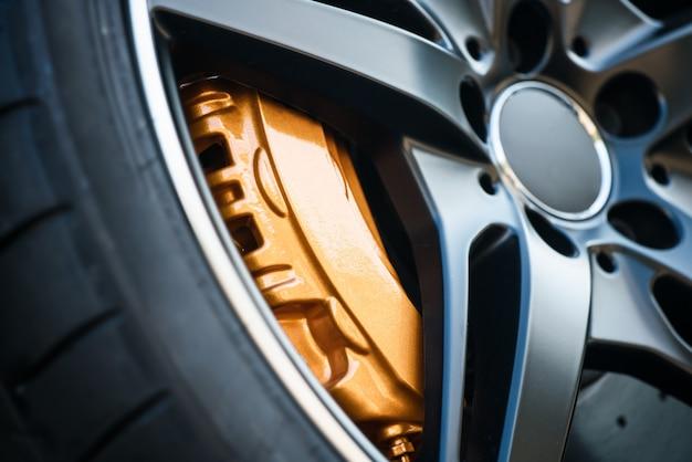 La roue. disque de frein et étrier.
