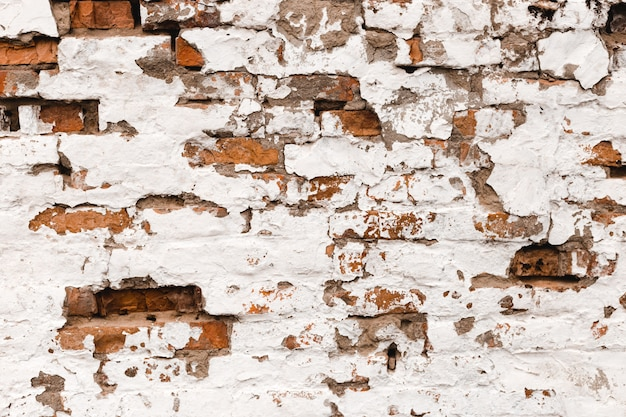 Rouge avec fond de mur de brique grunge rétro blanc