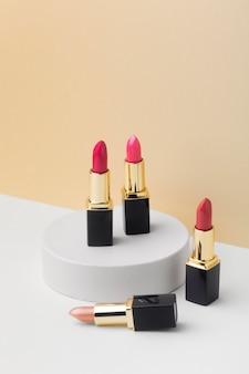 Rouge à lèvres rose à angle élevé