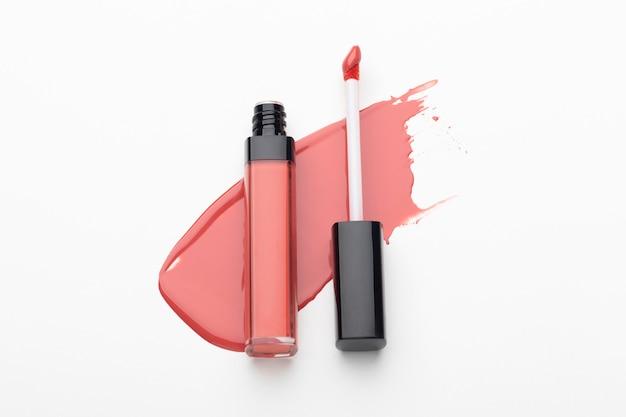 Rouge à lèvres vue de dessus avec pinceau