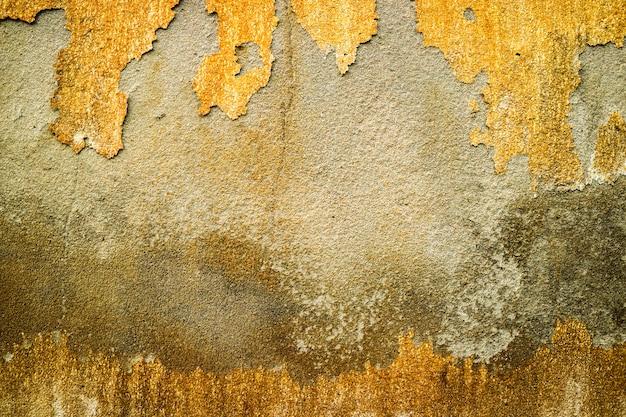 La rouille de la surface de béton a été endommagée par les eaux souterraines