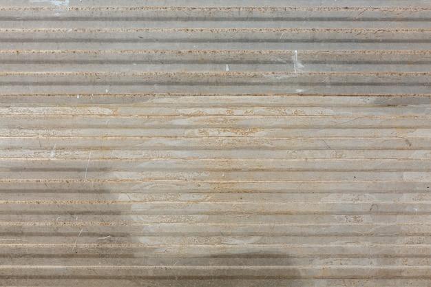 Rouille sur une surface à motifs métalliques
