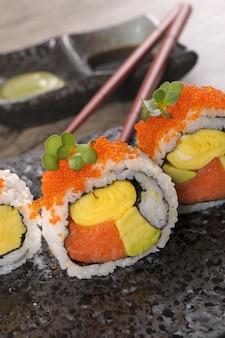 Rouleau de californie sushi