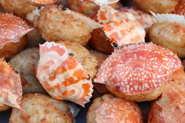 Rouleau de crabe frit