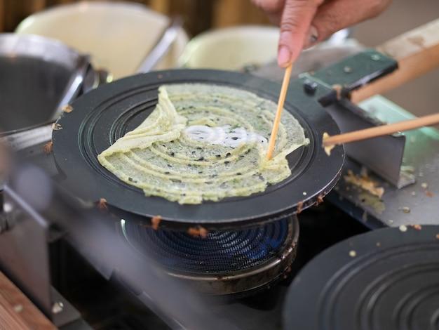 Rouleau de crêpe de farine de riz thaï doux ou