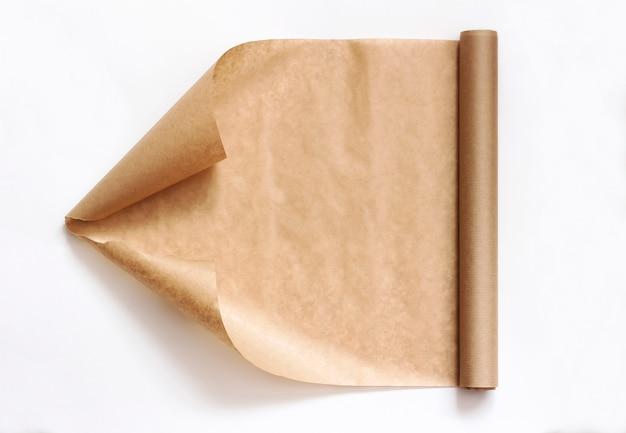 Rouleau de papier kraft isolé