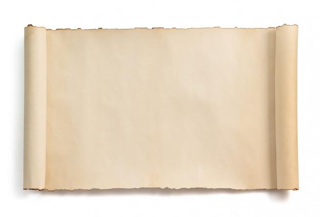 Rouleau de parchemin isolé sur blanc