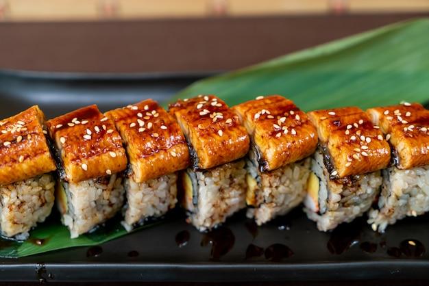 Rouleau de sushi à l'anguille - cuisine japonaise