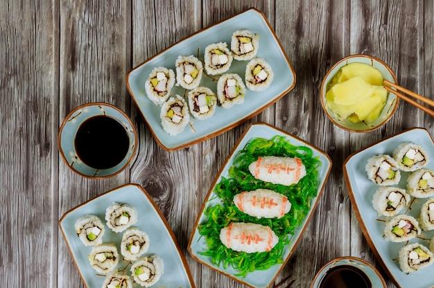 Rouleau de sushi frais pour fan de jeu de football concept de jeu de football américain cuisine asiatique