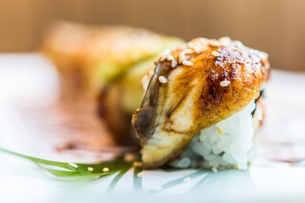 Rouleau de sushi poisson anguille