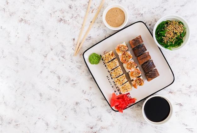 Rouleau de sushi. vue de dessus
