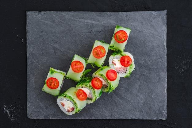 Rouleaux au thon et salade de chukka