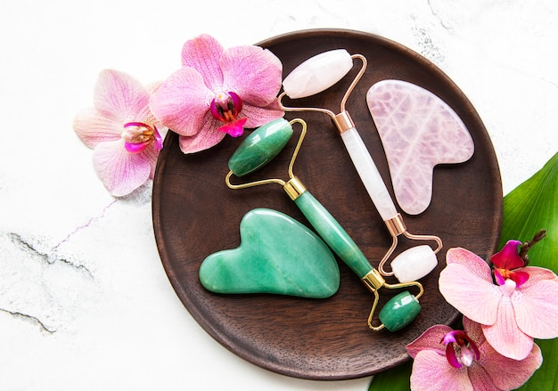 Rouleaux de jade pour le massage du visage de beauté