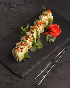 Rouleaux japonais, ensemble de bar à sushi