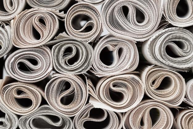 Rouleaux de journaux.