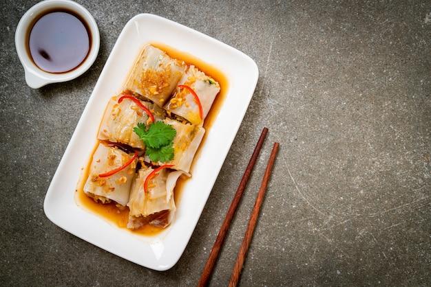 Rouleaux de nouilles de riz cuit à la vapeur chinois - style cuisine asiatique