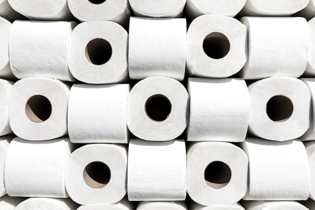 Rouleaux de papier hygiénique alignés