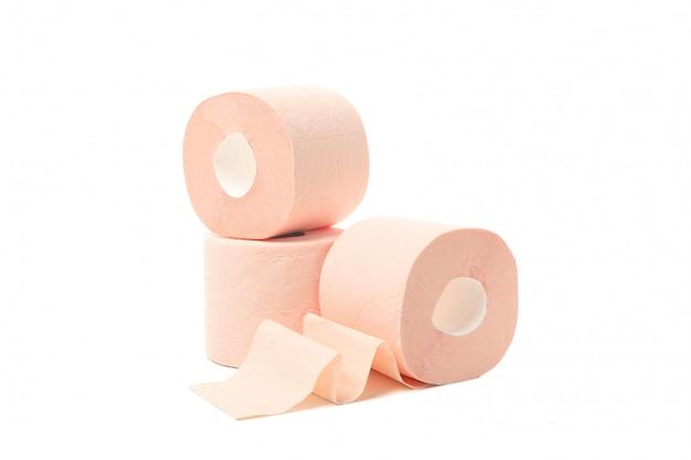 Rouleaux de papier toilette isolé sur fond blanc