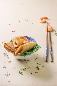 Rouleaux de printemps aux légumes et crevettes