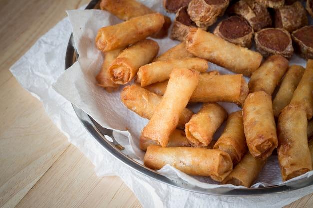 Rouleaux de printemps frits et rouleaux de poulet frits