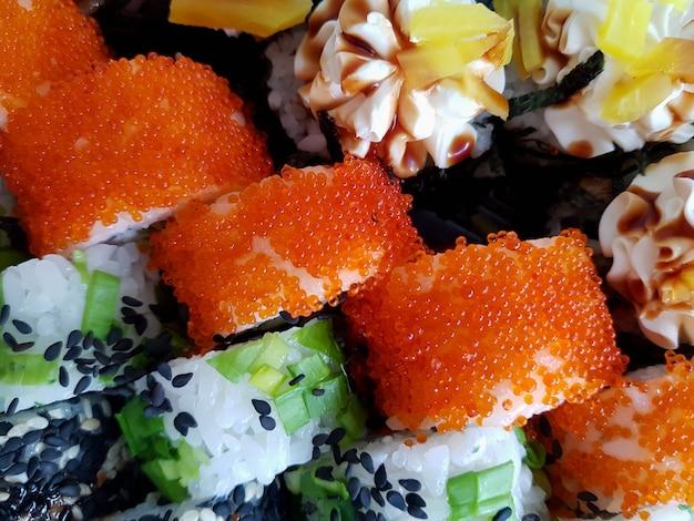 Rouleaux de sushi frais mis concept alimentaire
